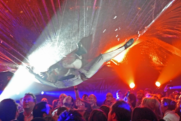 Fuerzabruta - Man in the Suit on 'The Bubble'