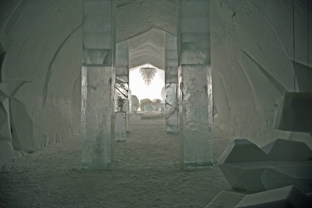 Main corridoor and chandelier at IceHotel23